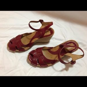 Clarks Leather Wedge Sandal Red Size 7
